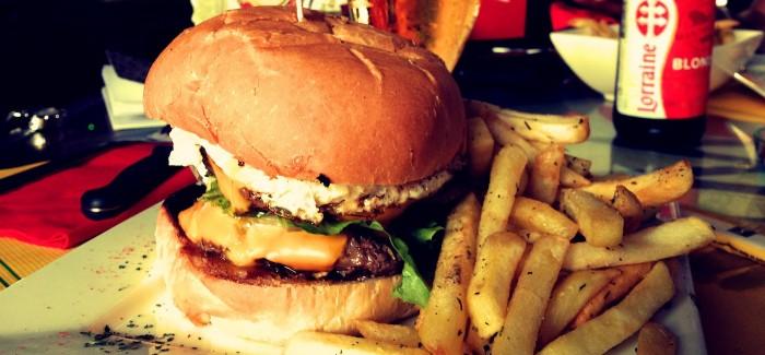 Le burger «tété dwèt» de l'île